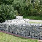 Gartenmauer aus Natursteinen